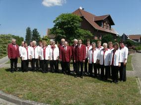 Gruppenfoto mit Chorleiter