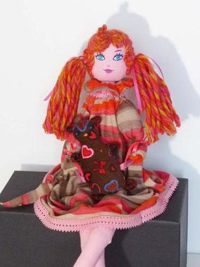 Perrine, poupée de tissu, maquillée à la peinture acrylique, taille 50cm, pièce unique, disponible