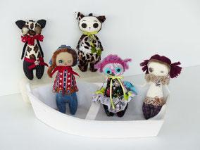 Mini-lutins copmposés de ouate et textile, taille 10cm, disponibles