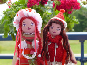 Sarah et Sonia, poupées de textile, maquillées à la peinture acrylique, taile 50cm, pièces uniques