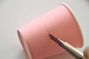 紙コップを2/5の部分で切り取ります