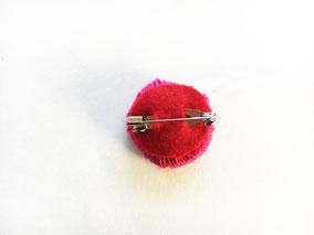 お花の毛糸の裏につけボンドでとめれば完成です