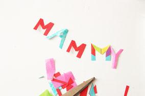 折り紙などをお花の形や文字を切り貼りして完成