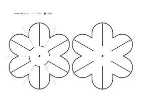 図のように花の模様を2つ描きます。左の花の点線は折り部分です(拡大可)