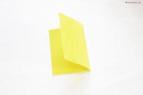 4等分にしたクリアファイルを2つに折ります