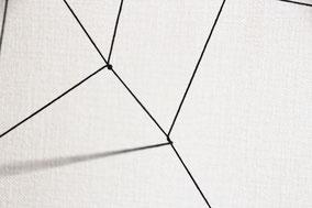 張った糸のうち1箇所に新しい糸を結びつけ、円を描くように張り糸をひとくぐりさせながら巻きつけていきます