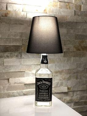 lampada con bottiglia jack daniels