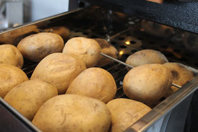 Kartoffeln im Kumpirofen