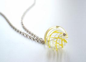 Lange Kette Silber mit mundgeblasener Perle aus Muranoglas, Streiben in Gelb und Weiß