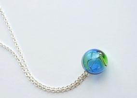 Lange Kette Silber mit mundgeblasener Perle aus Muranoglas, Blau und Grün
