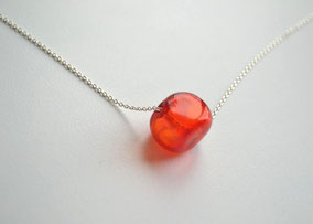 Kurze Kette Silber mit mundgeblasener Perle aus Muranoglas in Würfelform, Rot