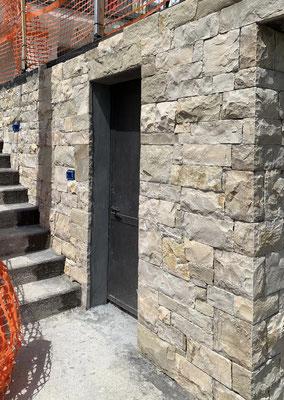 rivestimento in pietra per il basamento