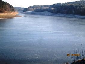 Wnterwanderung Neunburg: zugefrorener Eixendorfer Stausee