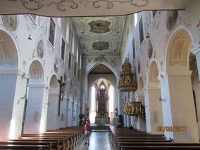 vorbei an der Klosterkirche