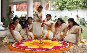 Onam, la fête des moissons du Kerala est un période idéale pour organiser votre circuit en Inde du sud: nombreuses festivités et l'occasion de partager un moment festif avec les Indiens.