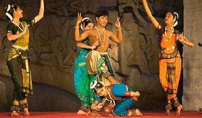 Classé au patrimoine mondial de l'Unesco, le site de Mahabalipuram offre un décor de rêve à ce festival de danses.