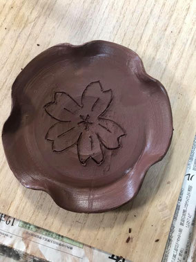 桜を描いて出来上がり!焼き上がりが楽しみです!