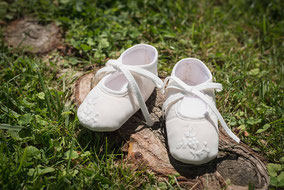 Chaussons baptême bébé fille en tulle brodé ivoire. magasin vêtements baptême Paris, Neuilly-sur-Seine. Envoi dans toute la France.