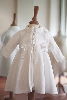 Manteau baptême hiver lainage blanc Pauline Fil de Légende. Magasin vêtements de baptême Paris, Neuilly-sur-Seine. Envois dans toute la France.
