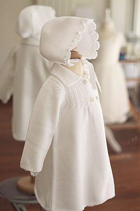 Bonnet baptême automne hiver lainage blanc Pauline Fil de Légende. magasin vêtements Paris, Neuilly-sur-Seine. Envois dans toute la France, en Europe et dans le monde.