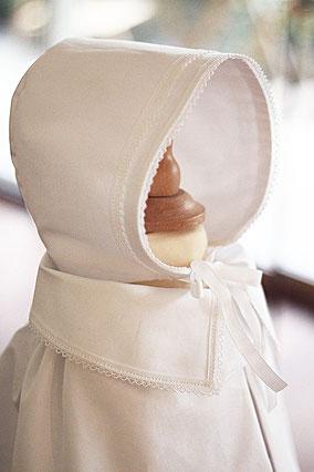 Bonnet baptême bébé garçon coton blanc Fil de Légende. Magasin vêtements de baptême Paris, Neuilly-sur-Seine. Envois dans toute la France.