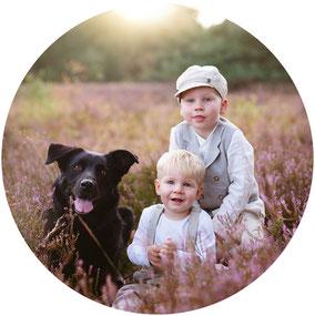 Familie_Familienfotos_Recklinghausen_Fotografin_Draußen_Hund_Kinderfotos