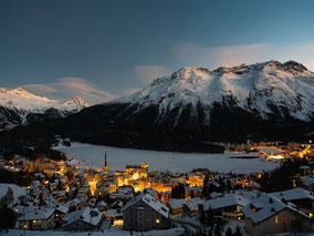 MAG Lifestyle Magazin Urlaub Reisen Schweiz St. Moritz Wintersport Winter Paradies Skilifte Pisten Seilbahnen Schlittschuhlaufen Skikjöring Eisdisco Festtage Corona geöffnet Amusements Lake