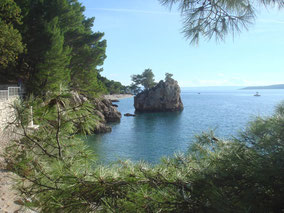 MAG Lifestyle Magazin Kroatien Dalmatien Urlaub Reisen Adria Makarska Riviera Highlites Secretes Brela Kiesstände Pinienwälder Vrulja Unterwasserquellen Königin Marija Karadordevic Soline Corona Coronavirus