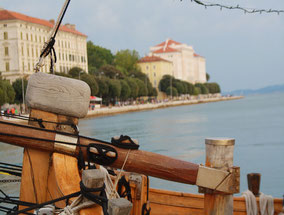 MAG Lifestyle Magazin Yachtcharter Kroatien Dalmatien Zadar Kornaten Urlaub Yachtcharter abseits Massentourismus Motoryachten Flybridge Luxuscruiser Trawler Holzyachten Urlaubswunsch Prestige Aussteiger Feeling Inklusive