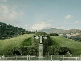 MAG Lifestyle Magazin Urlaub Reisen Österreich Tirol Swarowski Kristallwelten Wattens Tirol Wunderkammer Garten Veranstaltuungen Kulinarik Kristall