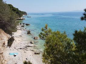 MAG Lifestyle Magazin Kroatien Dalmatien Urlaub Reisen Adria FKK schönste Strände Makarska Riviera Brela Baska Voda Promajna Krvavica schwimmen sonnen nackt Bucht Vrulja Cvitačka