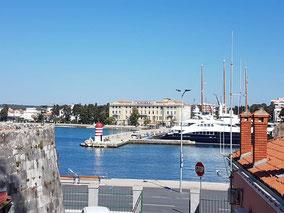MAG Lifestyle Magazin Kroatien Dalmatien Urlaub Reisen Adria Zadar Altstadt Stadtbrücke Meeresorgel Lichtspiele Markt Geschichte Forum Romanum k.u.k. Monarchie Oluja Corona Coronavirus