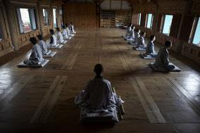 MAG Lifestyle Magazin Korea, Tempelaufenthalt & Mediation, Buddhismus & meditationsbasiertes Trainingsprogramm,  Ängste, Depressionen und Stress lindern und weniger ängstlich oder gestresst