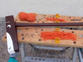 Comment fabriquer un cheval de bois : fabrication de la crinière (en laine) du cheval de bois Beau Prince
