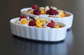 Granola-Breakfast-Tartes mit Jogurt & Obstsalat