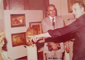 Inaugurazione della mostra: l'artista con l'allora sindaco di Loreto Comm. Augusto Castellani