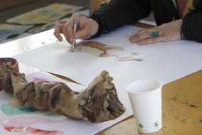 LichtwarkSchule-Kunstkurs für Jugendliche mit Fluchterfahrung. Foto: Rahel Bruns