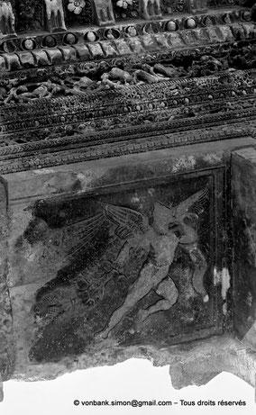Baalbek : Temple de Bacchus - Pierre à droite de la clé de voûte du linteau de la porte d'entrée du pronaos
