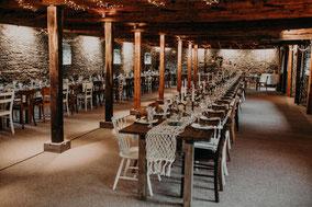 Holztische Stühle mieten Holzbohlentische Hochzeit