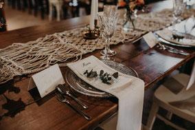 Tische mieten Holzbohlentische Hochzeit