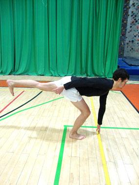 Rehabilitacja kolana: wahadło - pozycja końcowa