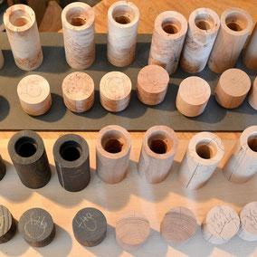 Handbearbeitete Holzkörper für Pfeffermühlen von Beständig Design
