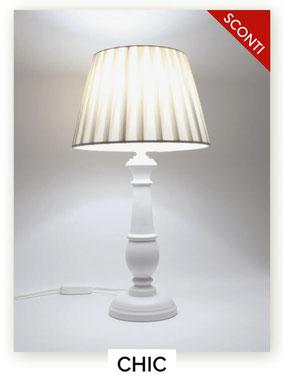 Lampada da comodino in legno modello Chic.