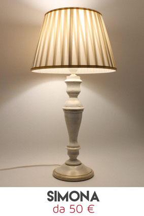 Lampada da tavolo in legno, 100 % Made in Italy.