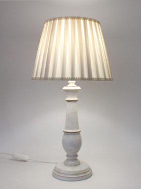 Lampada da Comodino in legno classica con paralume