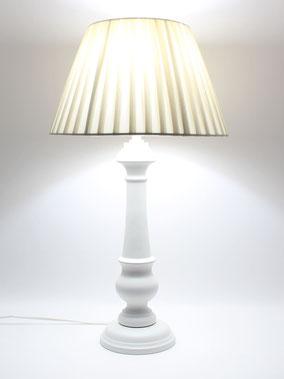 Lampada da Tavolo in legno classica.