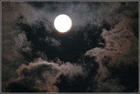 eine stürmische Vollmondnacht