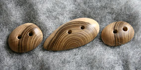 fertige Robinienknöpfe für Strickweste Rosi