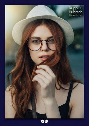Frau  mit Brillengläsern von Rupp und Hubrach