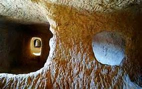 Les Covetes dels Moros (Cuevas de los Moros) Valencia, Comunitat Valenciana.